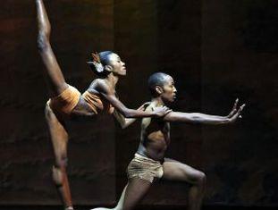 Os bailarinos Claudia Monja e Keke Chele.
