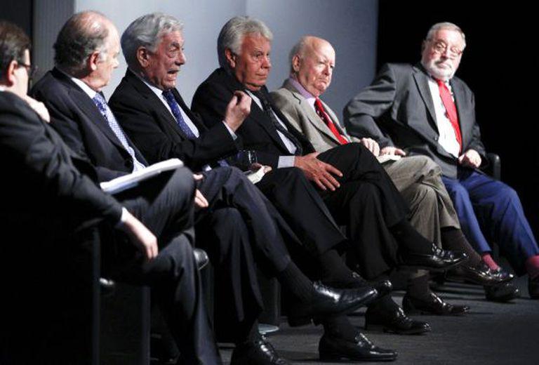 Homenagem a Octavio Paz com a presença de Rafael Tovar, Enrique Krauze, Mario Vargas Llosa, Felipe González, Jorge Edwards e Fermando Savater.