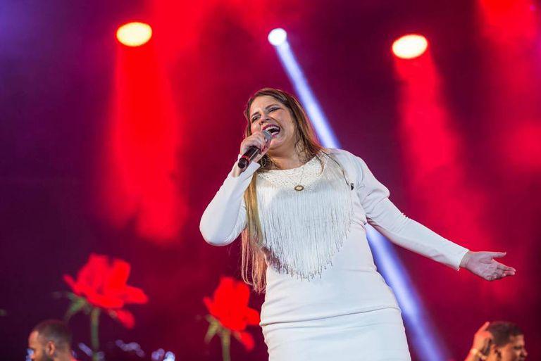 Marília Mendonça em um show de 14 de julho.