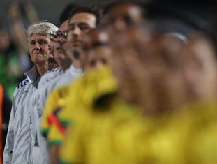A treinadora Pía Sundhage à frente da seleção brasileira, no estádio do Pacaembu na quinta, quando o Brasil goleou a Argentina.