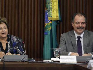 Mercadante segue ao lado de Dilma na Casa Civil.
