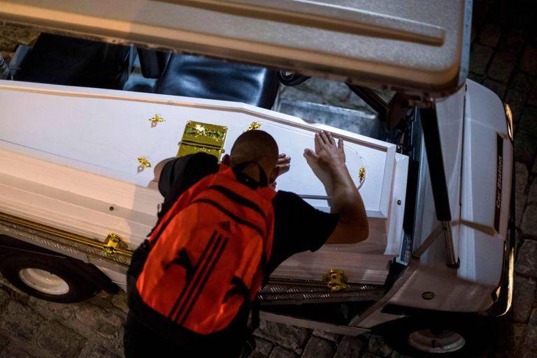 Velório de Marcus Vinicius, de 14 anos, morto na Maré