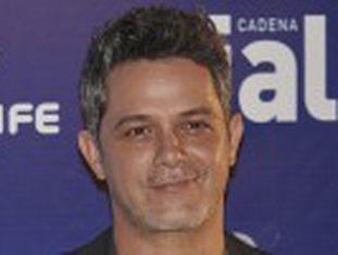 O cantor desceu do palco e encarou o agressor, que foi expulso do evento no México