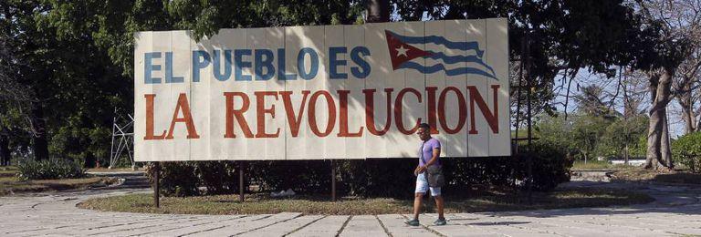 Um cartaz pró-revolução em Havana.
