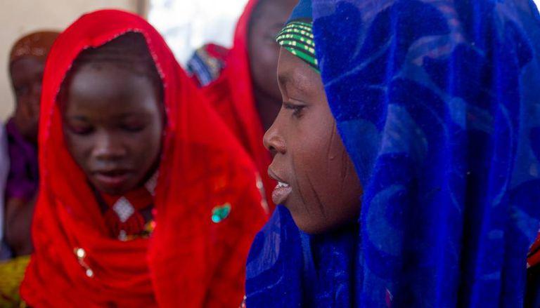 Adolescentes de Assaga, durante uma reunião do comitê de crianças.