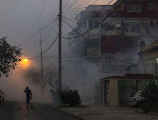 Fumigação em Havana na terça-feira para impedir a propagação das doenças transmitidas pelo mosquito Aedes aegypti, como o zika vírus.