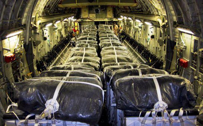 Um avião C-17, preparado para lançar água a refugiados iraquianos.