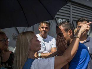 Familiares de estudantes se desesperam com notícia de massacre em escola de Suzano.