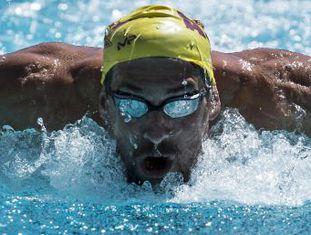 Após superar uma grave crise existencial e de virar pai, o esportista olímpico mais condecorado de todos os tempos parte para o Rio de Janeiro