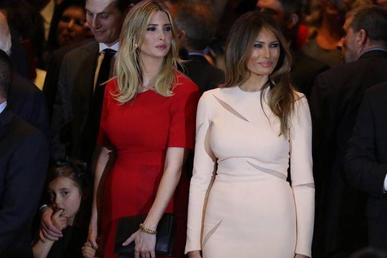 Ivanka e, à direita, Melania Trump, em um ato de campanha em abril, em Nova York.