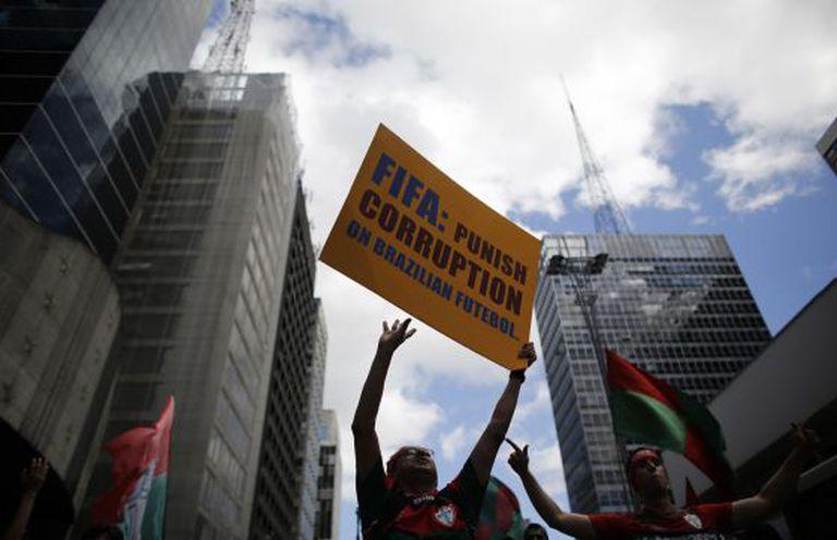 Torcedores da Portuguesa em protesto, em 21 de dezembro, em São Paulo.