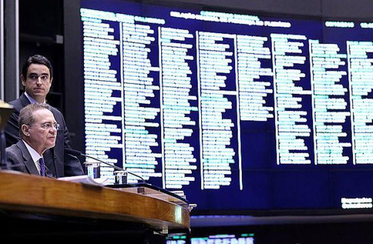 Renan Calheiros na sessão do Congresso.