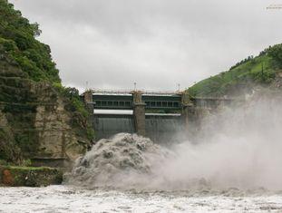 Uma pequena central hidrelétrica em Pirapora do Bom Jesus, no interior de SP.