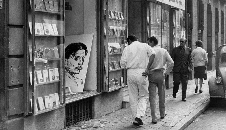 Fachada da livraria Antonio Machado, em Madri, após o atentado de 29 de outubro de 1971.