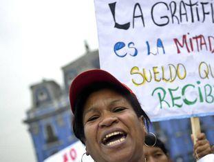 Trabalhadora doméstica em uma manifestação em Lima em 2012.