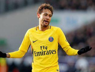 Neymar gesticula em Toulouse.