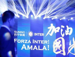 Painel celebra a compra da Inter pela Suning.