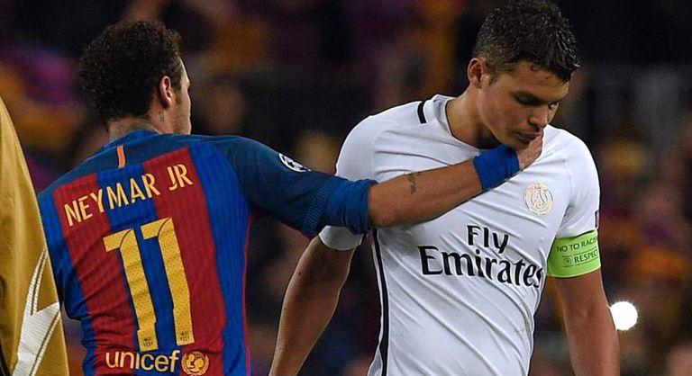 Neymar consola o capitão do PSG.