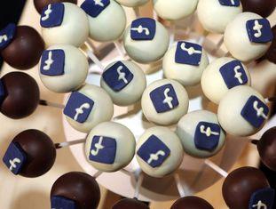 Doces com o logo do Facebook na feira #CDUdigital, em Berlim.