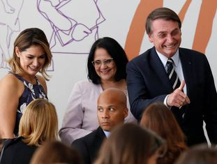 Michele Bolsonaro, Damares Alves e Jair Bolsonaro.