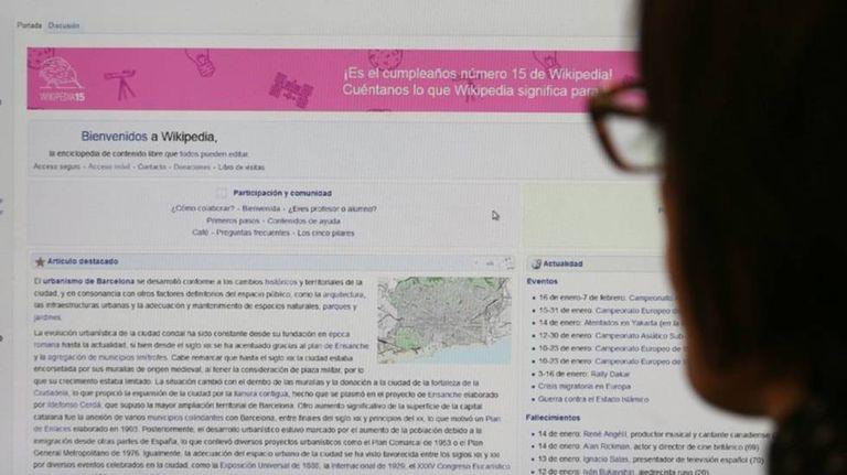 Captura de tela da página inicial da Wikipédia em seu 15º aniversário.