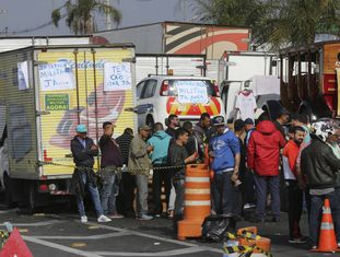 Paralisação de caminhoneiros no sábado na rodovia Régis Bittencourt.