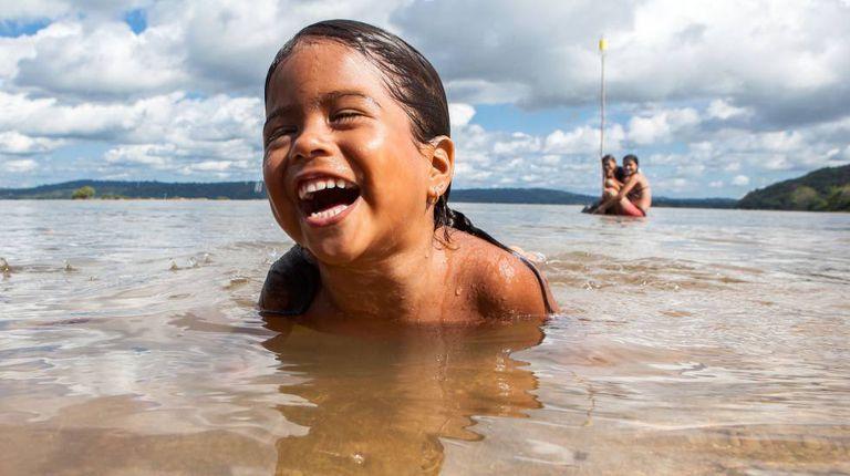 Criança ribeirinha da comunidade Montanha e Mangabal no rio Tapajós