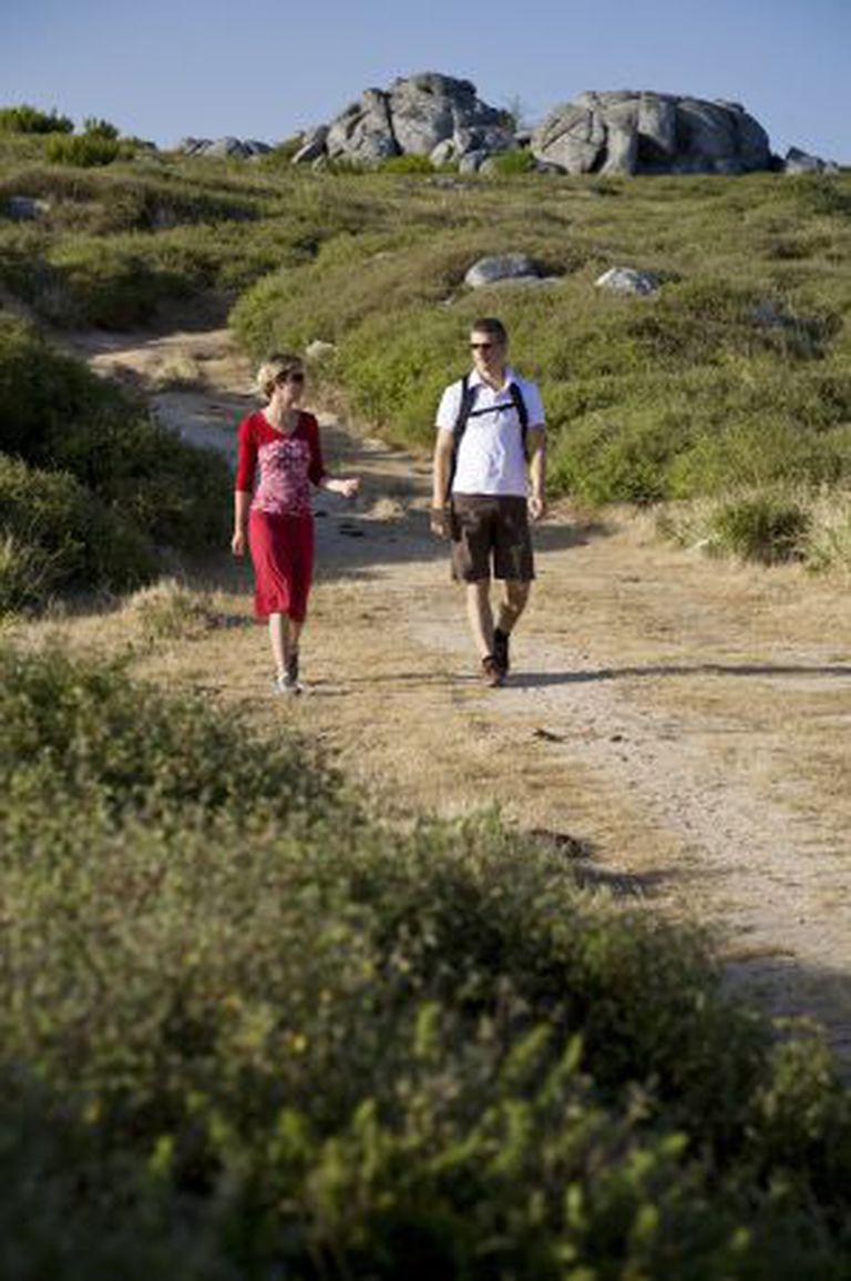 Senderistas no monte Foia, na serra de Monchique, no Algarve.