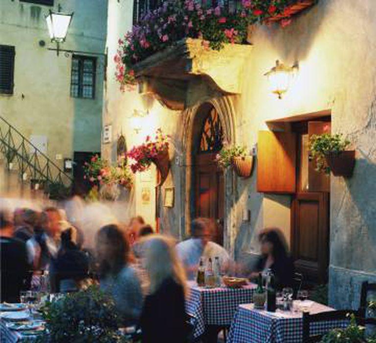 Esplanada de um restaurante em Pienza, na Toscana.