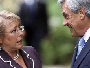 Michelle Bachelet com o ex-presidente Sebastián Piñera.