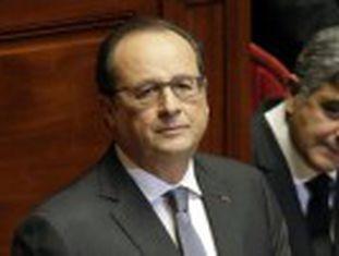 Hollande anuncia mudança na legislação para dar mais poderes ao Executivo. Autoridades francesas poderão determinar revistas, vigilância de suspeitos e ações policiais sem ordem judicial