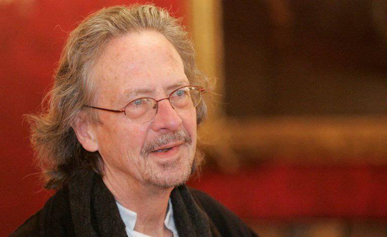 Peter Handke, durante uma recepção pelo seu aniversário de 65 anos no escritório presidencial de Viena em dezembro de 2007.