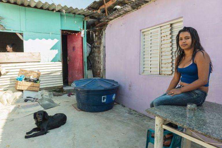 Rosângela e o bebê dela, de Carapucuíba, sofreram Hepatite A. Ela afirma que o diagnóstico do médico apontou a água contaminada como causa.