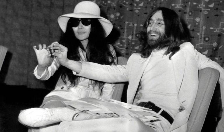 John Lennon e sua mulher, Yoko Ono, em Londres em abril de 1969