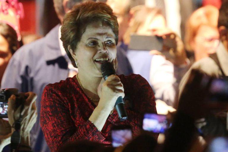 Dilma Rousseff saúda aos simpatizantes do Partido dos Trabalhadores na terça-feira 28 de agosto de 2018, em Minas Gerais