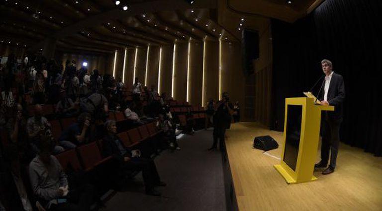 Marcos Peña, que será chefe de Gabinete, anuncia os futuros ministros.