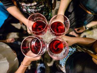 Brinde em um evento de Wine It, empresa especializada em feiras relacionadas com o mundo do vinho, no Rio de Janeiro.
