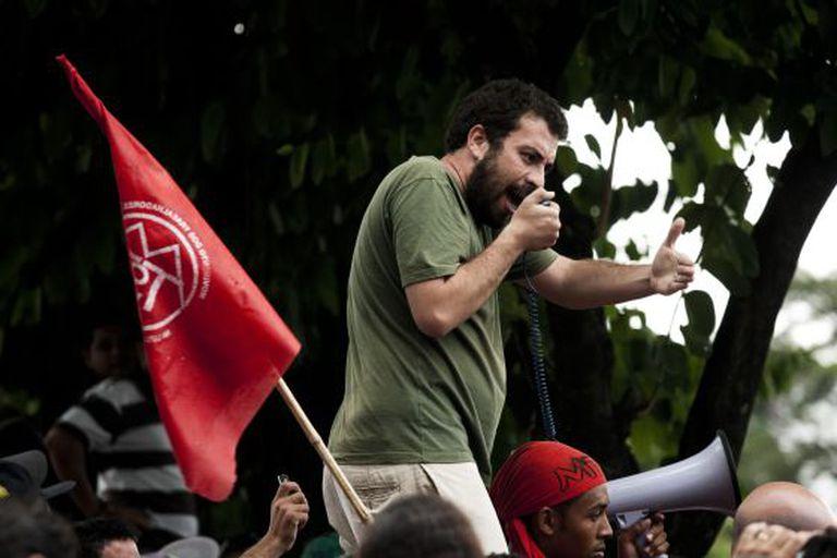 Guilherme Boulos durante uma manifestação.