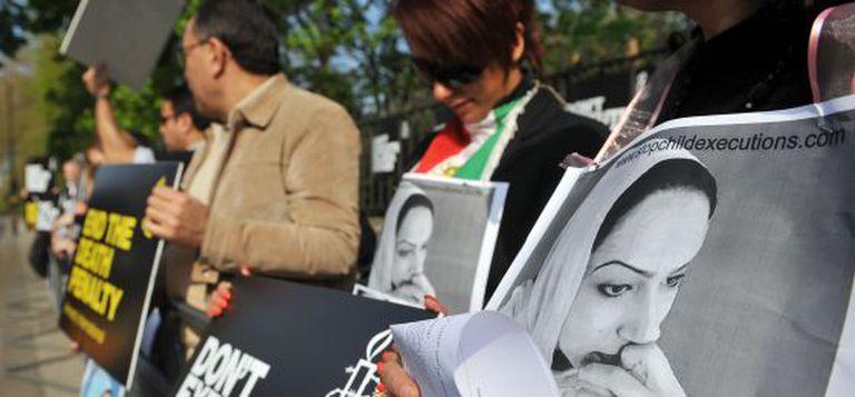 Manifestação contra uma execução, ante a embaixada iraniana em Londres.