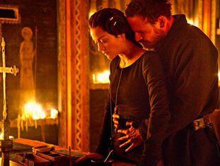 Marion Cotillard e Michael Fassbender, em um fotograma de 'Macbeth'.