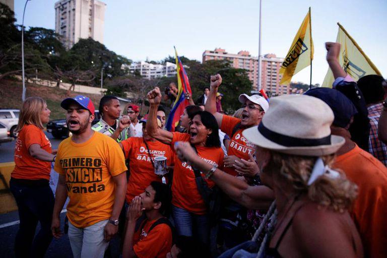 Manifestantes protestam contra a decisão do Tribunal Supremo.