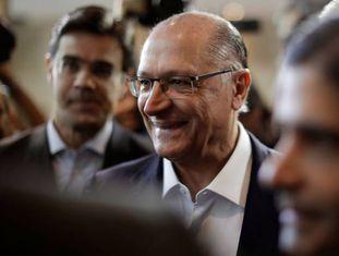Geraldo Alckmin entre Rodrigo Garcia e ACM Neto.