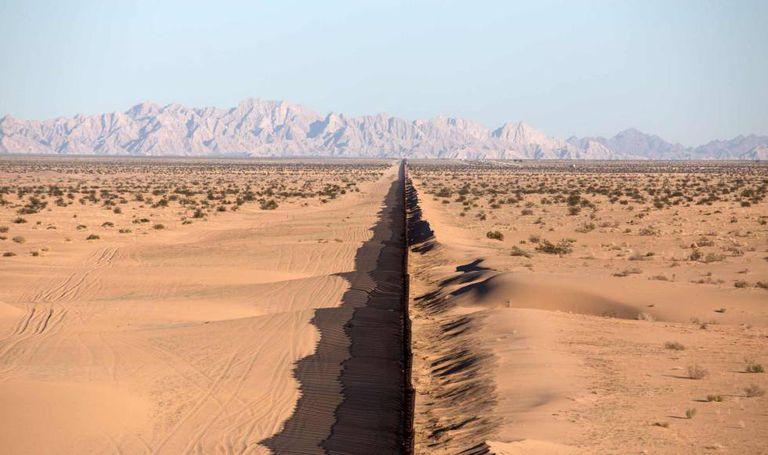 Muro que divide os EUA do México, na região de San Luis Rio Colorado, no nordeste mexicano.