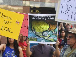Manifestação a favor do programa Daca, nesta sexta-feira em Los Angeles.