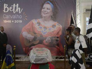 Velório do corpo da cantora Beth Carvalho na sede do Botafogo, no Rio de Janeiro.