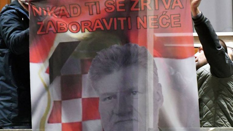 Bandeira de Slobodan Praljak, que se suicidou nesta quarta-feira