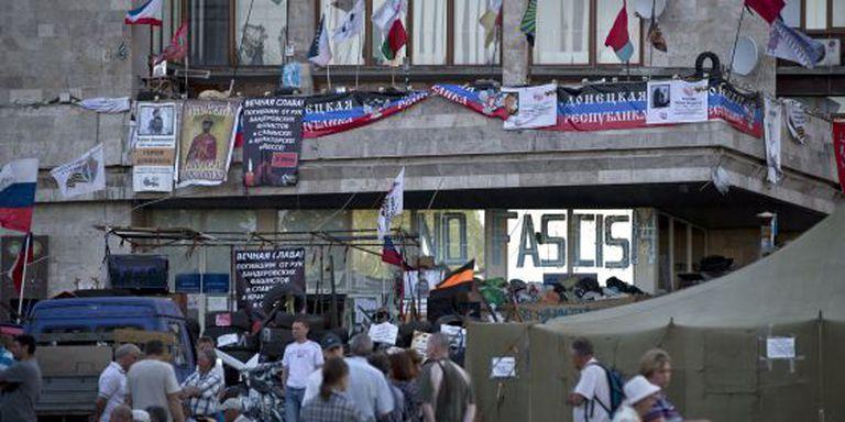 A sede do Governo regional de Donetsk, controlada pelos separatistas pró-russos, nesta terça-feira.