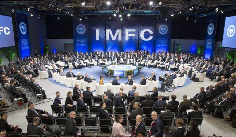 Reunião de ministros das Finanças e presidentes de bancos centrais durante Assembleia Anual do FMI realizada em Lima.