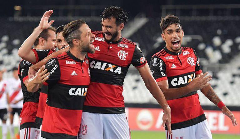 Diego e Henrique Dourado, duas das principais contratações do Flamengo nos últimos anos.