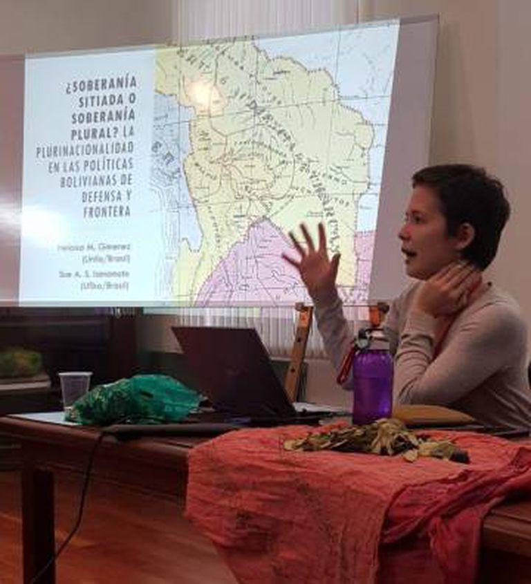 A pesquisadora Sue Iamamoto estuda a política boliviana e os movimentos sociais do país